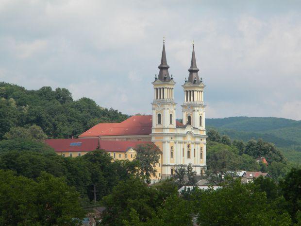 <em>Hír szerkesztése</em> Pünkösdhétfő: a máriaradnai bazilika felszentelésének évfordulója