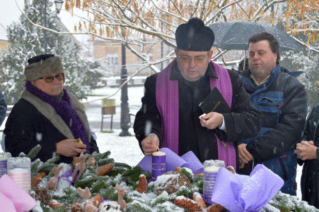<em>Hír szerkesztése</em> Adventi gyertyagyújtás Pécskán