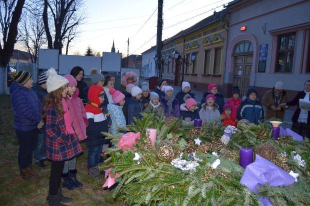 <em>Hír szerkesztése</em> Ünnepélyes adventi gyertyagyújtás Pécskán
