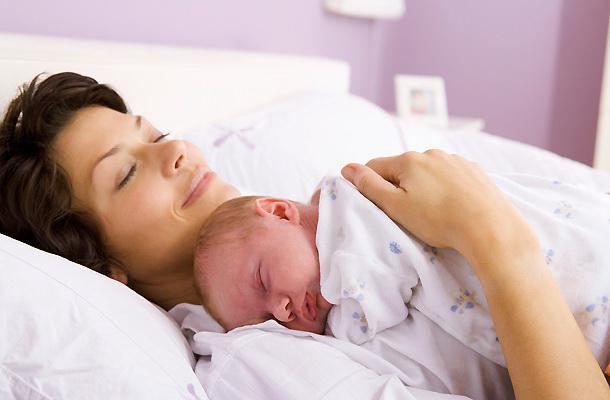 <em>Hír szerkesztése</em> Külhonban is igényelhető az anyasági támogatás [AUDIÓ]