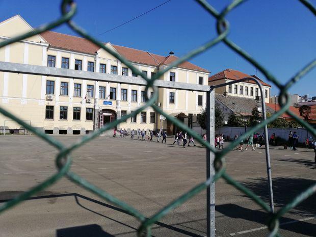<em>Hír szerkesztése</em> A fertőzöttségi rátától függetlenül nyitva maradhatnak az iskolák