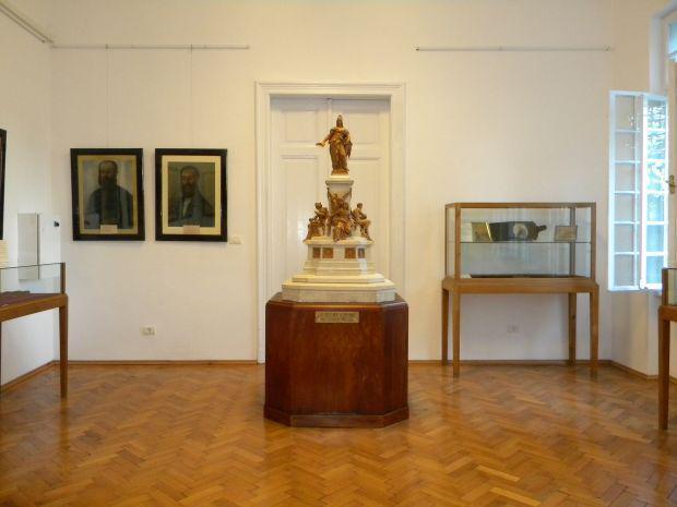 <em>Hír szerkesztése</em> Az ereklyemúzeum gyulai kiállításának előkészületei