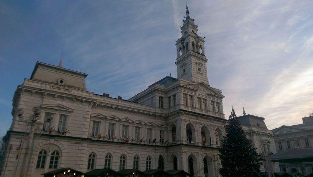 <em>Hír szerkesztése</em> Kié a városháza?