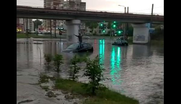 <em>Hír szerkesztése</em> Eső után úszik Mikelaka [VIDEO]
