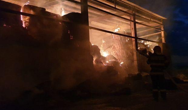 <em>Hír szerkesztése</em> Szalmabálák égtek Nagyiratoson [VIDEO]