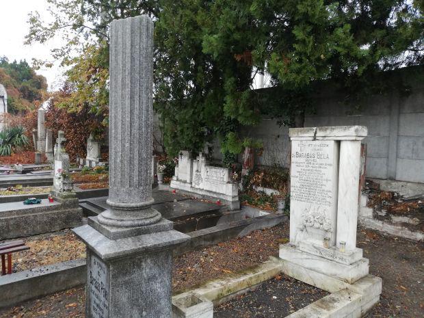 <em>Hír szerkesztése</em> Nekiláttak Barabás Béla síremléke felújításának [AUDIÓ]