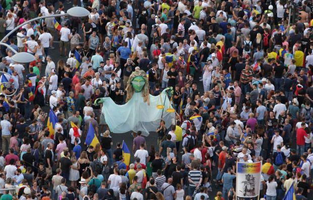 <em>Hír szerkesztése</em> Több mint 60 ezren tüntetnek a kormány ellen