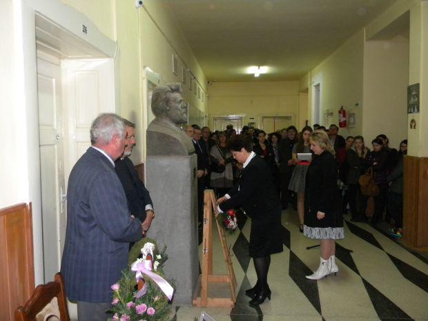 <em>Hír szerkesztése</em> Csiky Gergelyre emlékeztek az aradi magyar iskolaközpontban [AUDIÓ]