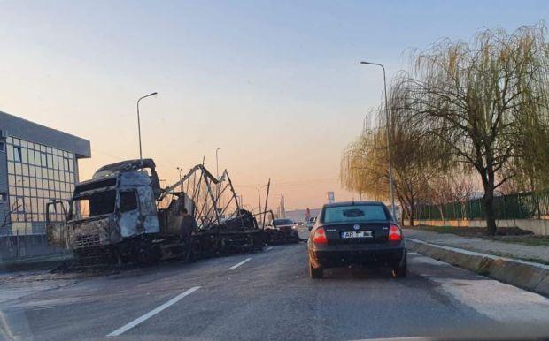 <em>Hír szerkesztése</em> Kiégett egy kamion a vámhivatalnál [VIDEO]