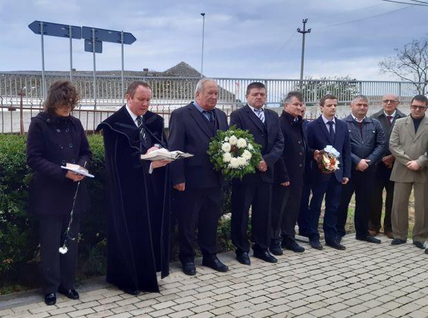 <em>Hír szerkesztése</em> Kettős ünnep Erdőhegyen
