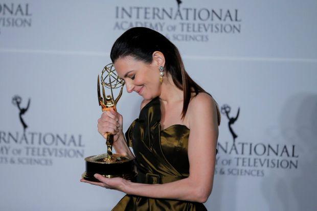 <em>Hír szerkesztése</em> Magyar színésznőt is Emmy-díjjal tüntettek ki