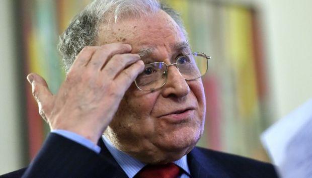 <em>Hír szerkesztése</em> Bíróság elé áll Ion Iliescu az 1989-ben történtek miatt