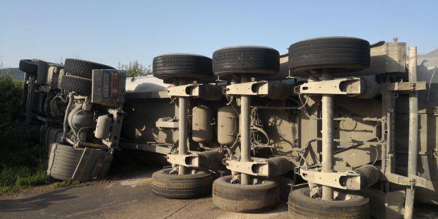 <em>Hír szerkesztése</em> Felborult egy magyar kamion Világos közelében [FRISSÍTVE]