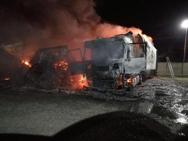 <em>Hír szerkesztése</em> Kiégett három kamion egy csicséri parkolóban
