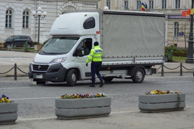 <em>Hír szerkesztése</em> Tilos a taxisoknak ügyfeleket felvenniük a határról