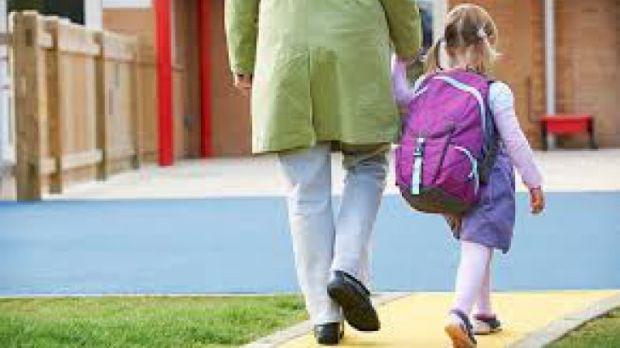 <em>Hír szerkesztése</em> Tervezet: a szülők szabadnapot vehetnek ki, ha ideiglenesen szünetel a tanítás