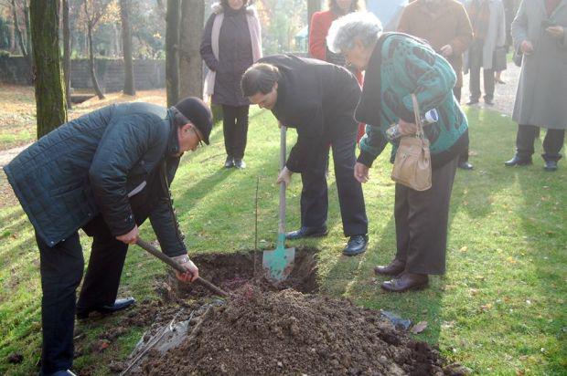 <em>Hír szerkesztése</em> Klebelsberg-évforduló: pécskai földet vittek Pesthidegkútra