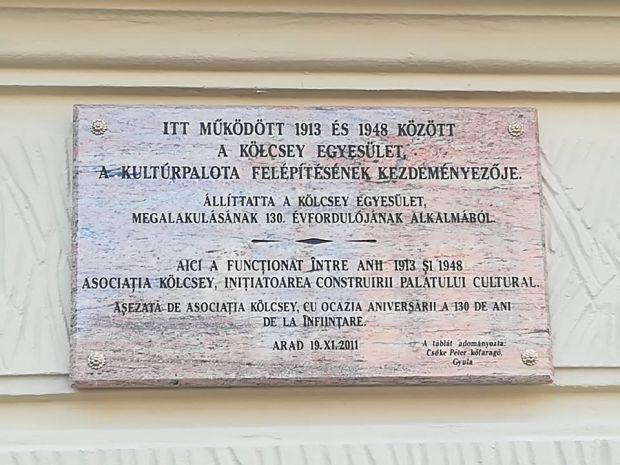 <em>Hír szerkesztése</em> Visszakerült a Kölcsey-emléktábla a Kultúrpalota falára