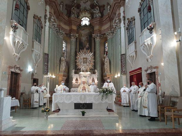 <em>Hír szerkesztése</em> Magyarok Nagyasszonya-búcsú Máriaradnán