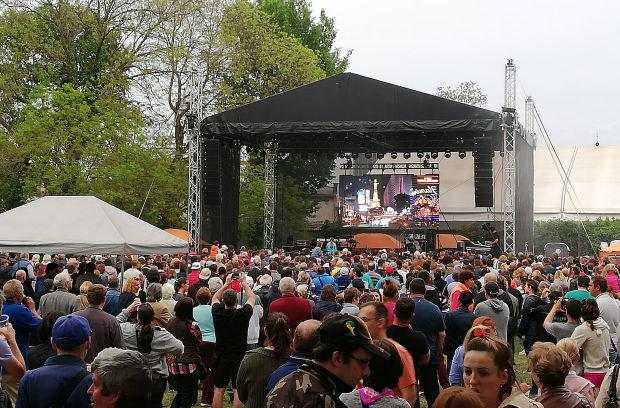 <em>Hír szerkesztése</em> Térfoglalás: a megbékélési parkban az Aradi Magyar Napok [AUDIÓ]
