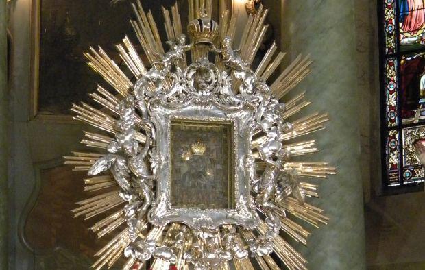 <em>Hír szerkesztése</em> A csodatevő Mária-kép 350 éve került Radnára