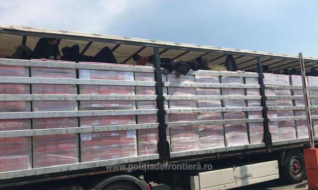 <em>Hír szerkesztése</em> Több mint harminc migráns egy kamionban