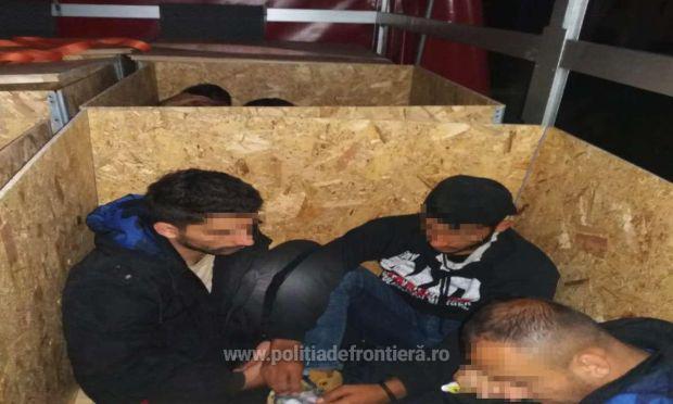 <em>Hír szerkesztése</em> Faládákba bújtatott határsértőket tartóztattak fel Nagylaknál