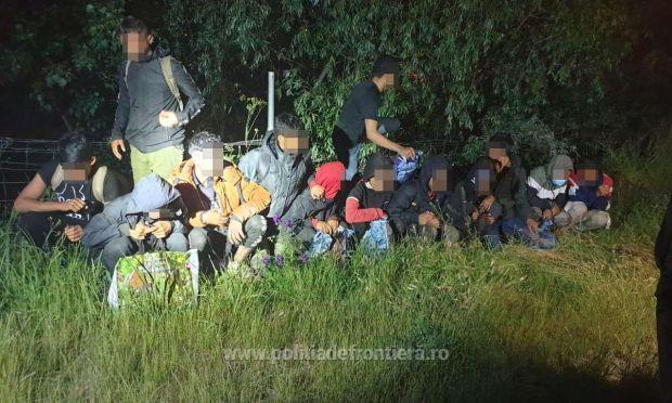 <em>Hír szerkesztése</em> Huszonöt fős migránscsoportot tartóztattak fel a román–magyar határon