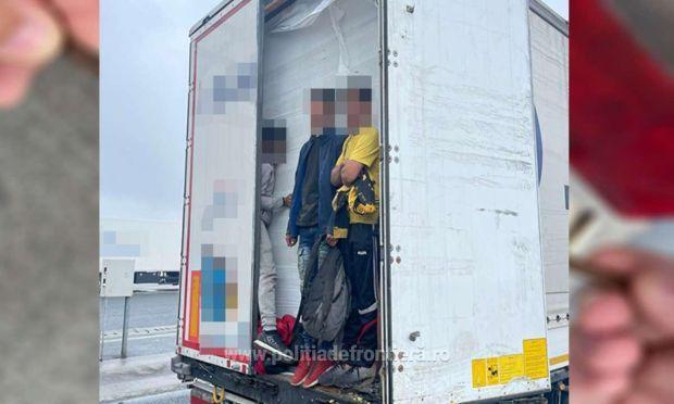 <em>Hír szerkesztése</em> Harminc migránst tartóztattak fel a határrendészek