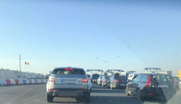 <em>Hír szerkesztése</em> Óriási a torlódás az autópálya-határátkelőnél