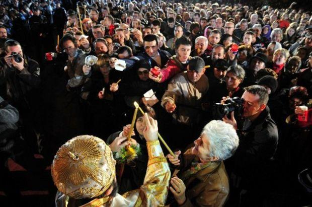 <em>Hír szerkesztése</em> Johannis az ortodox húsvétra tett engedmények visszavonására kéri a belügyminisztert