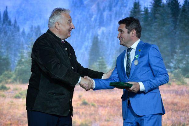 <em>Hír szerkesztése</em> A vadászati világkiállításon prezentált Arad polgármestere