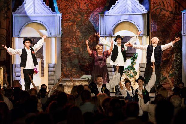 <em>Hír szerkesztése</em> A magyar operett sztárjai Aradon