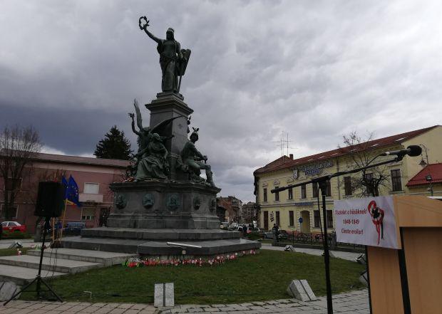 <em>Hír szerkesztése</em> Tizenöt éve áll újra köztéren a Szabadság-szobor