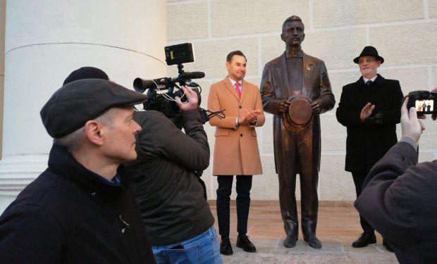 <em>Hír szerkesztése</em> Felavatták Szántay Lajos szobrát [AUDIO]