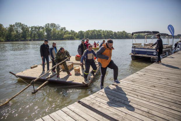 <em>Hír szerkesztése</em> Megérkeztek Szegedre a pillepalacktutajos tűzoltók