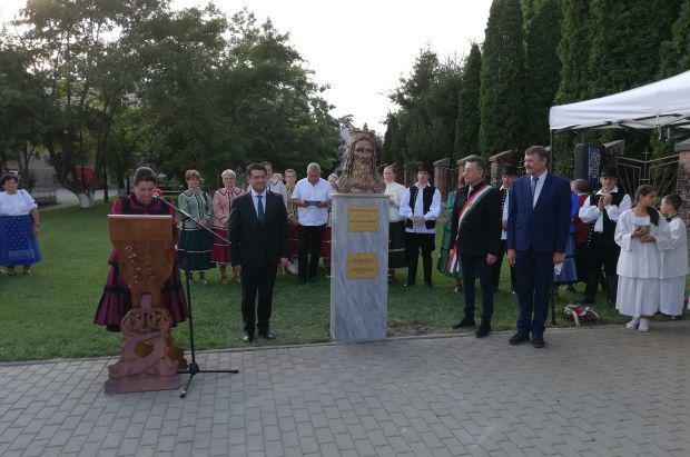 <em>Hír szerkesztése</em> Szent István-szobrot avattak Pécskán [AUDIÓ]