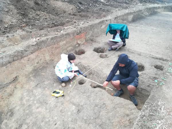 <em>Hír szerkesztése</em> Folytatódik az újszentannai Avar-domb feltárása
