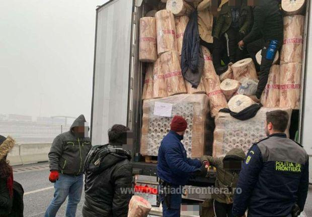 <em>Hír szerkesztése</em> Gumírozott tekercsek közé bújtak a migránsok