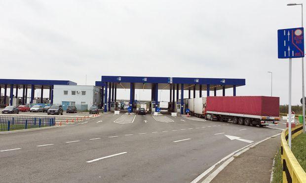 <em>Hír szerkesztése</em> Hosszú kamionsorok a román–magyar határon