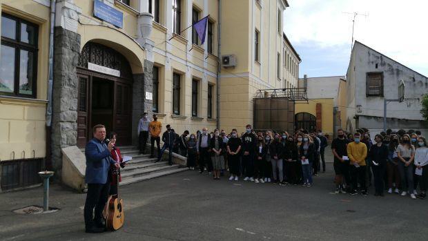 <em>Hír szerkesztése</em> Nem várták a diákok a visszatérést az iskolába [AUDIO]