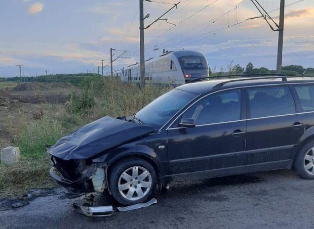 <em>Hír szerkesztése</em> Autó és vonat ütközött Vingánál