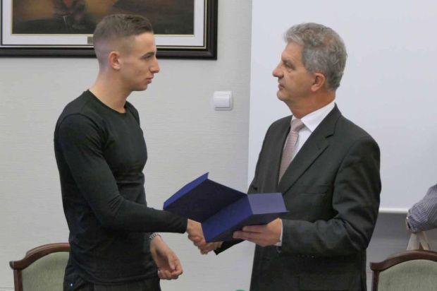 <em>Hír szerkesztése</em> Emlékplakettet kapott Békéscsabán Zsóri Dániel