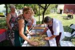 Embedded thumbnail for Tarhonyakészítés a Tornyai Tájházban