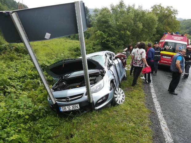 <em>Hír szerkesztése</em> Utánfutó lökte le az útról az autót