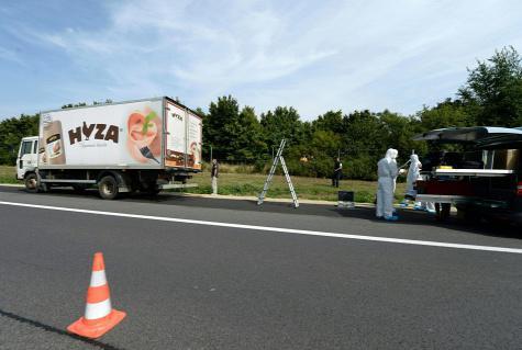 <em>Hír szerkesztése</em> Menekültek fulladtak meg egy magyar–szlovák teherautóban [FRISSÍTETT]