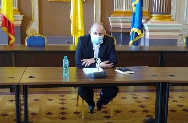 <em>Hír szerkesztése</em> Ismét kötelező maszkot viselni Arad megyében a zsúfolt közterületeken