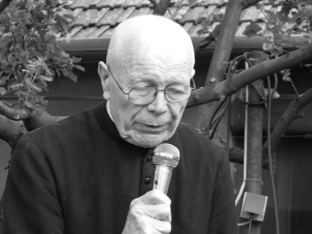 <em>Hír szerkesztése</em> Elhunyt Túry László pápai prelátus, nagyprépost