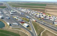 <em>Hír szerkesztése</em> Várakoznak a kamionok az autópálya-határátkelőnél