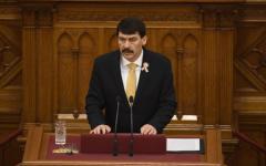 <em>Hír szerkesztése</em> Újraválasztották magyar államfőnek Áder Jánost
